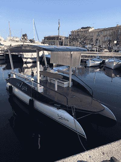 Photographie du bateau seaZen dans le port de Beaulieu-sur-Mer.