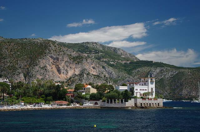 Photographie prise de la mer de la villa Kerylos