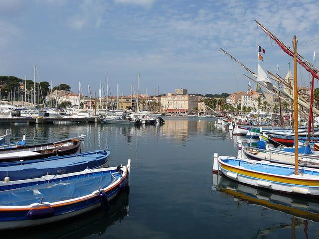 Photographie d'un port sur la Côte d'Azur.